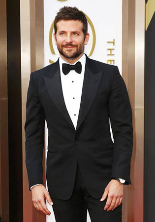 Bradley Cooper in a Classic Black Tie Tuxedo at the 2014 Oscars!