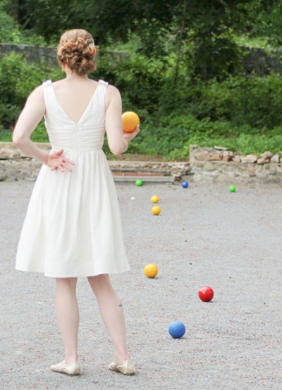 Garden Weddings: Girl Playing Yard Games
