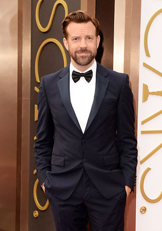 Jason Sudeikis in a Midnight Blue Tuxedo at the 2014 Oscars!