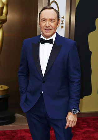 Kevin Spacey in a Royal Blue Tuxedo at the 2014 Oscars!