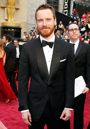 Michael Fassbender in a Shawl Collar Tuxedo at the 2014 Oscars!
